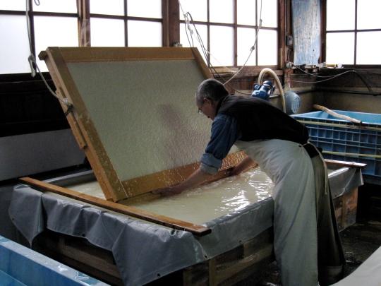 Keiji Oki_papermaking13